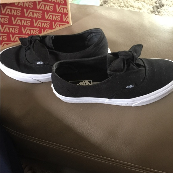 1f49bc502675 Vans knot tie slip on shoes. M 5babe4b19539f7afad43220e